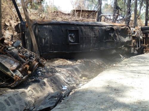 ausgebrannter Tanklaster nach Kollision mit PKW vor Addis