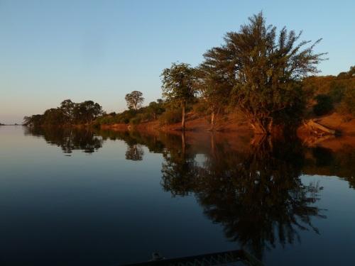 Dämmerung auf dem Chobe-Fluss