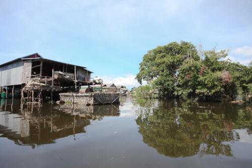 idyllischer Blick auf das schwimmende Dorf